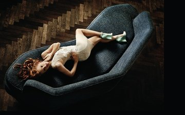 dress, pose, lies, red, actress, sofa, jessica chastain