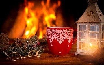 ветка, новый год, украшения, хвоя, очки, фонарь, кружка, камин, рождество, шишки