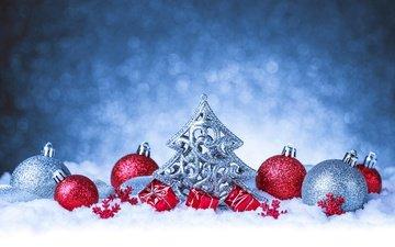 снег, новый год, елка, шары, фон, рождество, елочные украшения, ёлочка, мишура