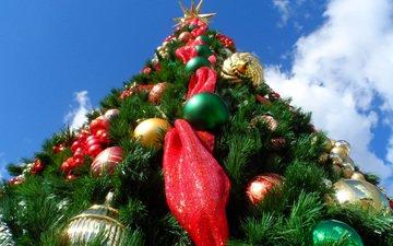 небо, облака, новый год, елка, звезда, рождество, елочные игрушки