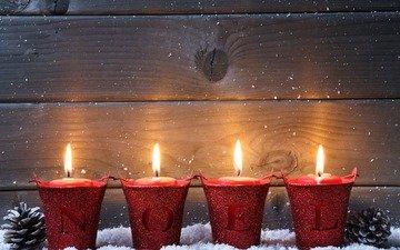 снег, свечи, новый год, рождество, шишки, декор, деревянная поверхность