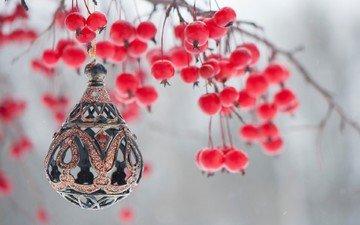 ветка, новый год, ягоды, рождество, рябина, елочная игрушка