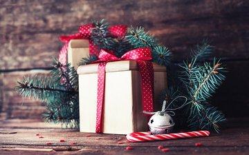 новый год, елка, хвоя, ветки, подарки, рождество, леденец, деревянная поверхность