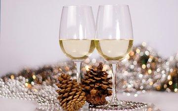 новый год, бусы, бокалы, рождество, шишки, шампанское