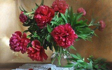 цветы, листья, лепестки, букет, ваза, салфетка, пионы