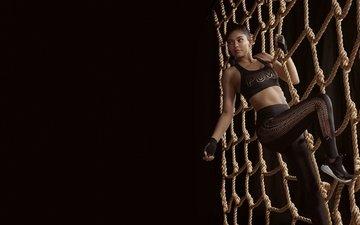 брюнетка, модель, сетка, черный фон, спортивная одежда, знаменитость, верёвки, кайли дженнер