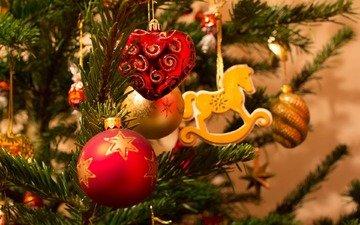 новый год, елка, хвоя, ветки, рождество, елочные игрушки, лошадка