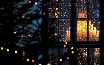 город, гирлянды, люстра, окно, лампочки, рождество