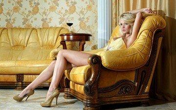 девушка, блондинка, модель, мебель, длинные волосы, сидя, екатерина енокаева, ногb