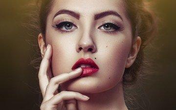 девушка, портрет, взгляд, волосы, лицо, макияж, красная помада, родинки, палец на губах