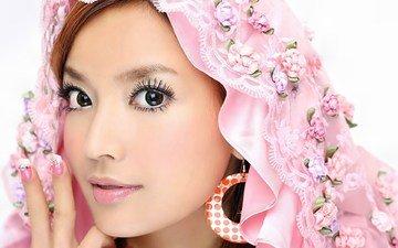 девушка, взгляд, лицо, макияж, азиатка, сёрьги, платок, маникюр