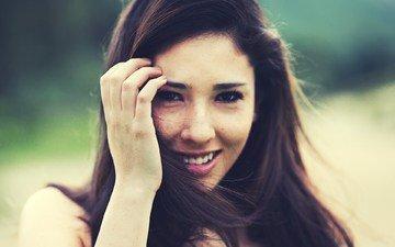 глаза, девушка, улыбка, портрет, брюнетка, модель, лицо, веснушки