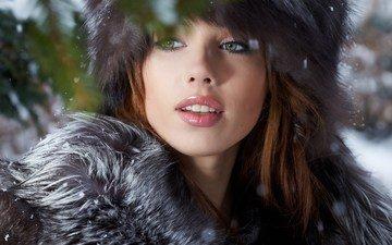 глаза, снег, зима, девушка, улыбка, портрет, модель, губы, лицо, мех, длинные волосы, izabela magier
