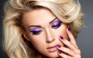 девушка, блондинка, взгляд, модель, волосы, лицо, макияж, маникюр