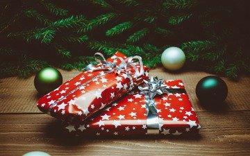 новый год, шары, подарки, рождество, декор, деревянная поверхность