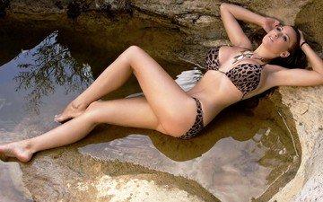вода, камни, тело, бикини, фотосессия, большие сиськи, декольте, джордан карвер