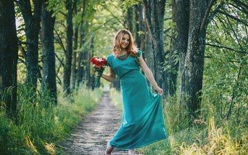 цветы, трава, деревья, девушка, блондинка, улыбка, тропинка, модель, букет, ожерелье, aleksey yepanchintcev