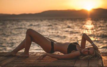 девушка, море, блондинка, модель, ноги, фотосессия, черное белье, солнечный лучик, а поза