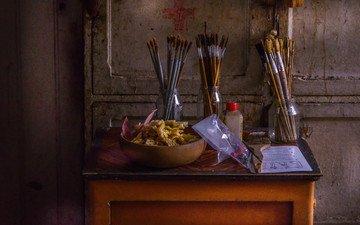 стол, натюрморт, банки, кисточки, кисти, hugo huysmans