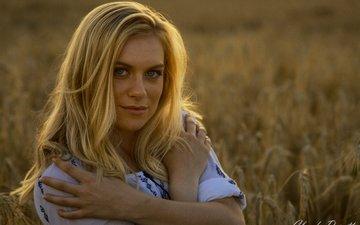 девушка, блондинка, улыбка, поле, взгляд, модель, колосья, пшеница, волосы, лицо