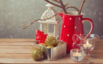 свечи, новый год, шары, украшения, фонарь, рождество, кувшин, ёлочка, декор, деревянная поверхность