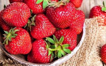 клубника, ягоды