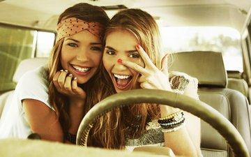 улыбка, радость, девушки, авто, модели, веселье, блондинки, салон, sandra kubicka