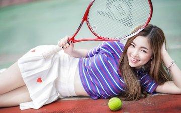 lächeln, modell, asiatin, tennis, schläger, lange haare, liegend
