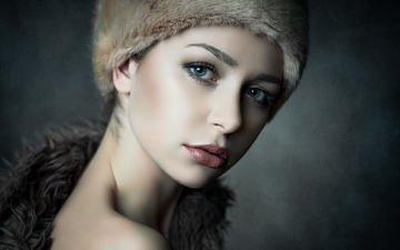 девушка, фон, портрет, взгляд, модель, волосы, лицо, шапка, макияж, красотка, мех, боке, голое плечо