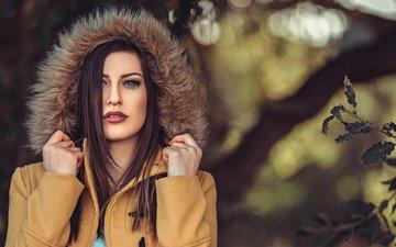 ветка, листья, девушка, взгляд, модель, волосы, лицо, макияж, мех, куртка, капюшон, stephanos georgiou