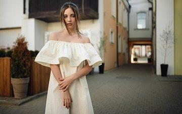 девушка, взгляд, модель, волосы, лицо, сёрьги, белое платье, голые плечи, сергей fat