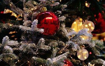 новый год, елка, шары, иней, рождество, елочные игрушки, гирлянда