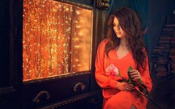 девушка, платье, цветок, брюнетка, роза, взгляд, модель, волосы, лицо, гирлянда