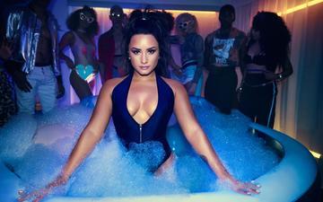девушка, взгляд, волосы, лицо, актриса, певица, пена, купальник, ванна, декольте, деми ловато