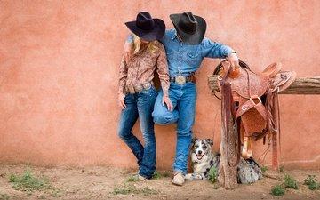собака, джинсы, мужчина, ковбои, женщина, шляпа, австралийская овчарка, седло