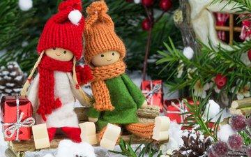 новый год, елка, украшения, ветки, подарки, фигурки, игрушки, шапка, вишня, рождество, куклы, шарф, коробочки