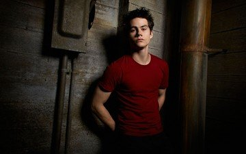 look, actor, face, t-shirt, dylan o'brien