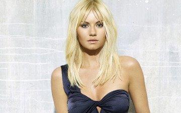 девушка, блондинка, взгляд, модель, волосы, лицо, актриса, черное платье, элиша катберт, голое плечо