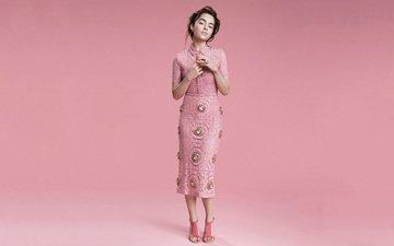 девушка, взгляд, волосы, лицо, актриса, розовое платье, эмилия кларк