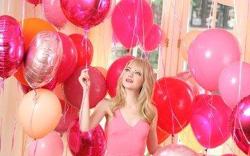 девушка, блондинка, актриса, макияж, воздушные шарики, розовое платье, эмма стоун