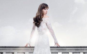девушка, взгляд, фильм, волосы, лицо, актриса, дакота джонсон, пятьдесят оттенков свободы