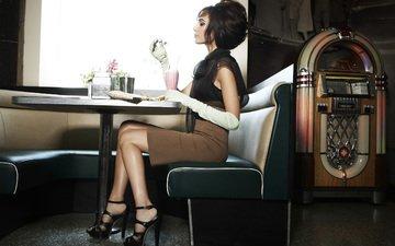 стиль, девушка, модель, профиль, ножки, лицо, актриса, сидя, галь гадот, высокие каблуки