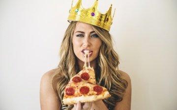 girl, blonde, food, look, model, crown, pizza, carter cruise