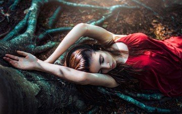 tree, girl, model, roots, trunk, red dress, long hair, lying, closed eyes, hands up, gustavo terzaghi