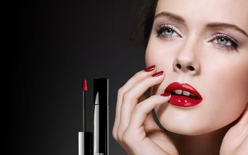 девушка, взгляд, модель, блеск, губы, лицо, макияж, красная помада, косметика, маникюр