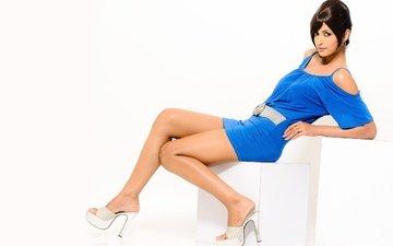 девушка, взгляд, модель, лицо, актриса, индийская, синее платье, высокие каблуки, jisha kunjumon