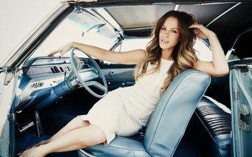 девушка, платье, взгляд, ноги, волосы, лицо, актриса, автомобиль, кейт бекинсейл