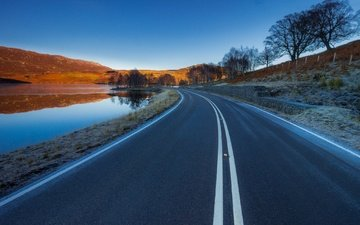 небо, дорога, озеро, горы, отражение, пейзаж