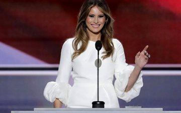 девушка, улыбка, брюнетка, взгляд, волосы, лицо, белое платье, мелания трамп