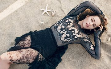 девушка, взгляд, волосы, лицо, актриса, журнал, черное платье, эмилия кларк